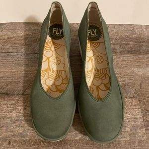 Fly London Cupido Jade(white sole) Round Toe Pumps